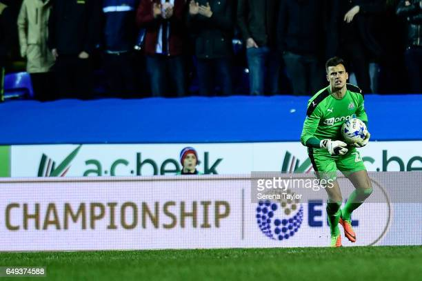Newcastle United's Goalkeeper Karl Darlow holds the ball in his arms during the Sky Bet Championship Match between Reading and Newcastle United at...