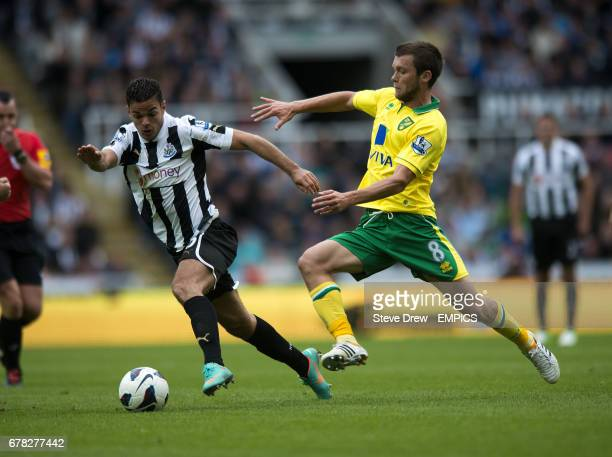 Newcastle United's Hatem Ben Arfa and Norwich City's Jonny Howson battle for the ball