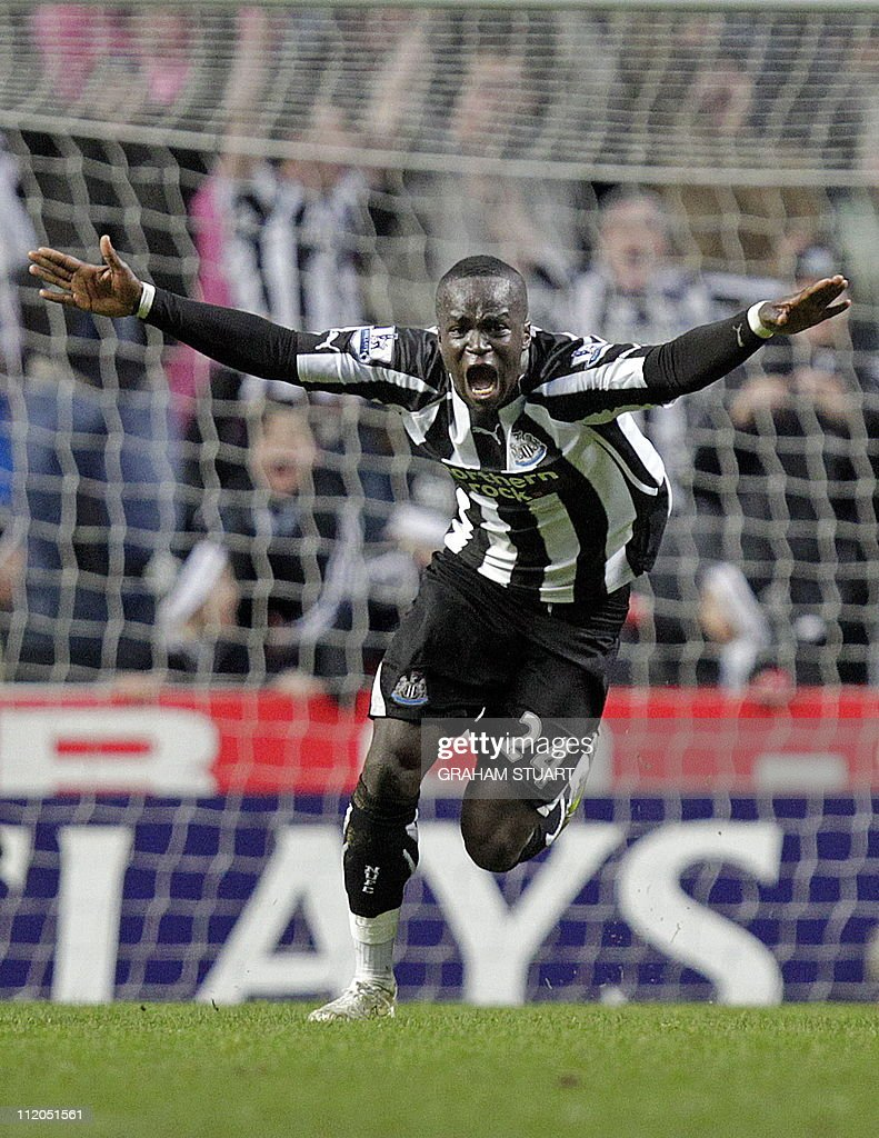 Newcastle United's Ivorian midfielder Cheik Tiote celebrates scoring their equalizing goal during the English Premier League football match between Newcastle United and Arsenal at St James' Park, Newcastle-Upon-Tyne, north-east England on February 5, 2011. AFP PHOTO/GRAHAM STUARTFOR EDITORIAL USE ONLY Additional licence required for any commercial/promotional use or use on TV or internet (except identical online version of newspaper) of Premier League/Football League photos. Tel DataCo +44 207 2981656. Do not alter/modify photo.