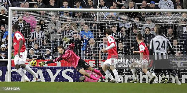 Newcastle United's Ivorian midfielder Cheik Tiote no 24 scores their equalizing goal past Arsenal's Polish goalkeeper Wojciech Szczesny during the...
