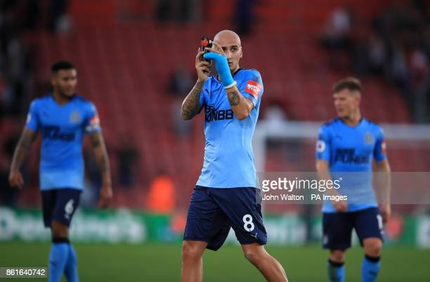 Newcastle United's Jonjo Shelvey thanks the fans after the final whistle during the Premier League match at St Mary's Southampton