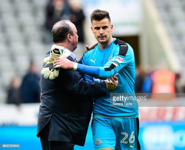 Newcastle Unitedâs Manager Rafael Benitez shakes hands with Newcastle United's Goalkeeper Karl Darlow during the Sky Bet Championship match between...