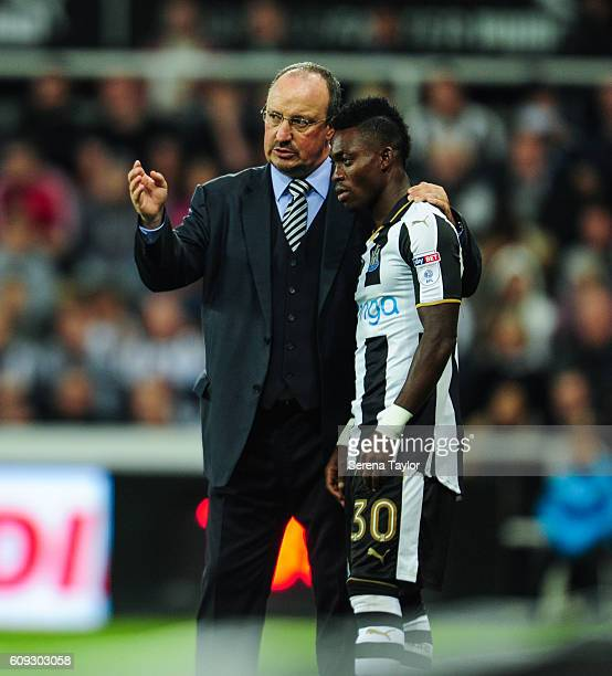 Newcastle United's Manager Rafael Benitez speaks to substitute Christian Atsu of Newcastle United during the EFL Cup between Newcastle United and...