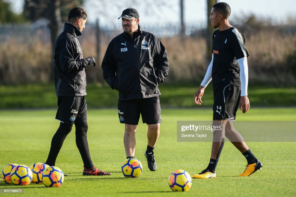 Newcastle United's Manager Rafael Benitez (C) speaks with Ayoze Perez (L) and Isaac Hayden (R) during the Newcastle United Training session at the Newcastle Untied Training Centre on November 9, 2017 in Newcastle upon Tyne, England.