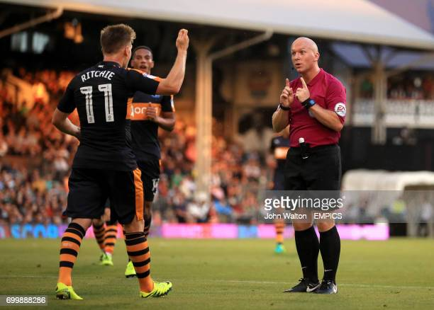 Newcastle United's Matt Ritchie appeals to referee Simon Hooper