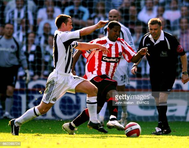 Newcastle United's Scott Parker and Sheffield United's Mikele Leigertwood battle for the ball