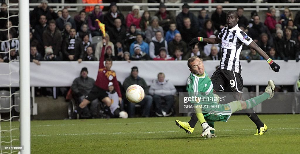 Newcastle United's Senegalese striker, Papiss Cisse (R) shoots at goal during the UEFA Europa League round of 32, first leg football match between Metalist Kharkiv and Newcastle United at St James Park, Newcastle-upon-Tyne, England, on February 14, 2013. AFP PHOTO/GRAHAM STUART