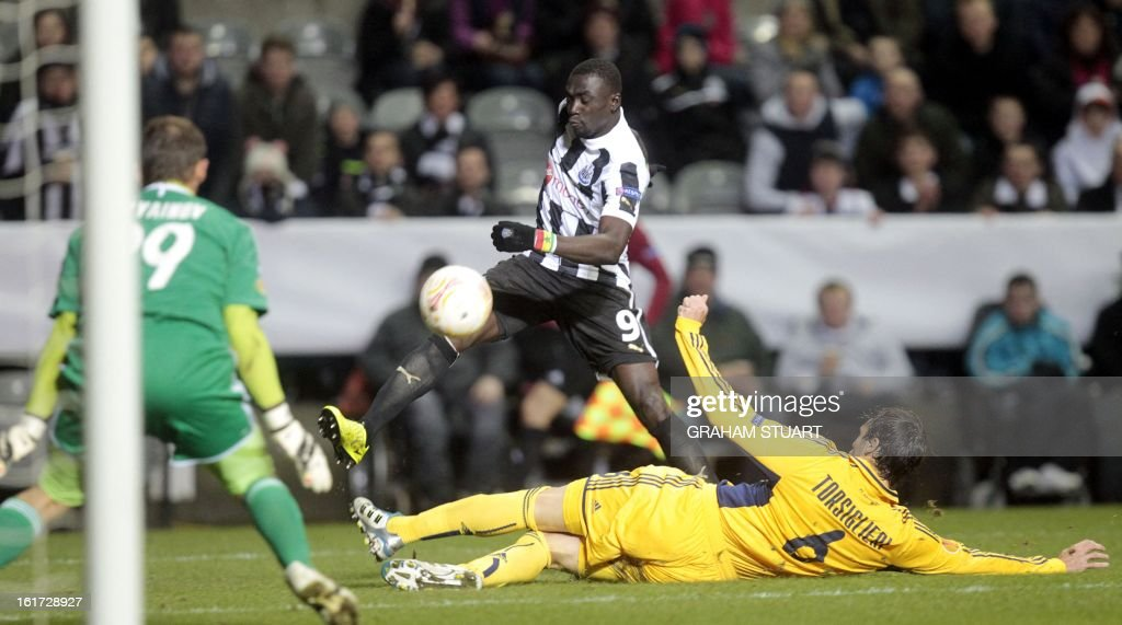 -Newcastle United's Senegalese striker, Papiss Cisse (2L) vies with Metalist Kharkiv's Olexandr Goryainov (L) and Argentinian defender, Marco Torsiglieri (R) during the UEFA Europa League round of 32, first leg football match between Metalist Kharkiv and Newcastle United at St James Park, Newcastle-upon-Tyne, England, on February 14, 2013.