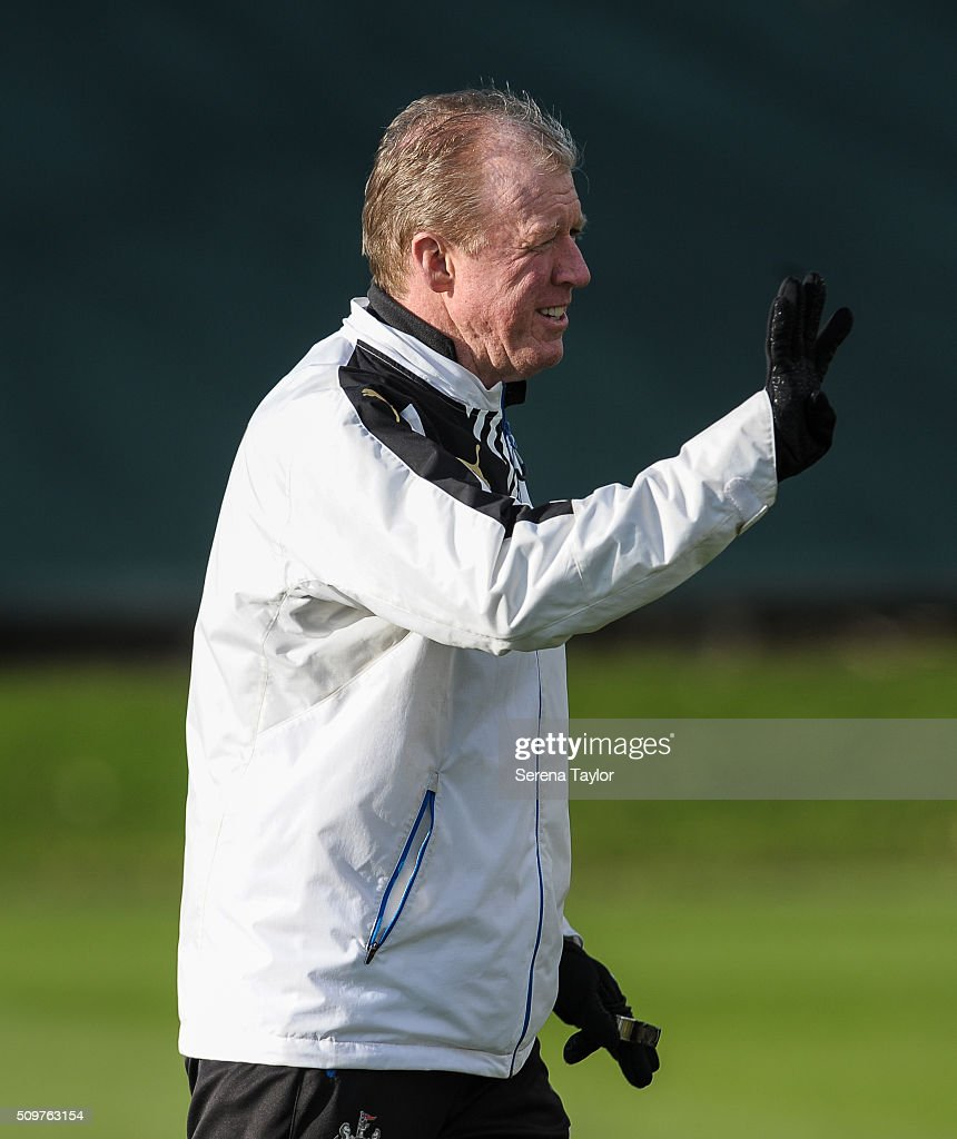 Newcastle's Head Coach <a gi-track='captionPersonalityLinkClicked' href=/galleries/search?phrase=Steve+McClaren+-+Soccer+Manager&family=editorial&specificpeople=210864 ng-click='$event.stopPropagation()'>Steve McClaren</a> gestures during the Newcastle United Training session at The Newcastle United Training Centre on February 12, 2016, in Newcastle upon Tyne, England.
