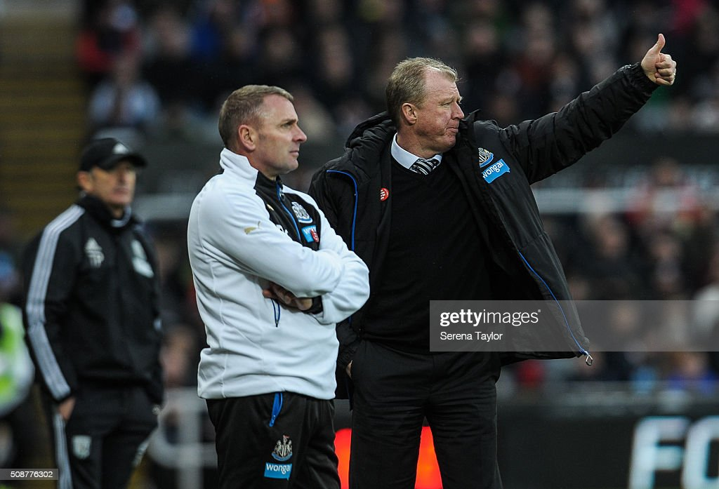 Newcastle's Head Coach <a gi-track='captionPersonalityLinkClicked' href=/galleries/search?phrase=Steve+McClaren+-+Soccer+Manager&family=editorial&specificpeople=210864 ng-click='$event.stopPropagation()'>Steve McClaren</a> (R) gestures with a thumbs up whilst standing along side of Newcastle's Assistant Coach Paul Simpson (L) during the Barclays Premier League match between Newcastle United and West Bromwich Albion at St.James' Park on February 6, 2016, in Newcastle upon Tyne, England.