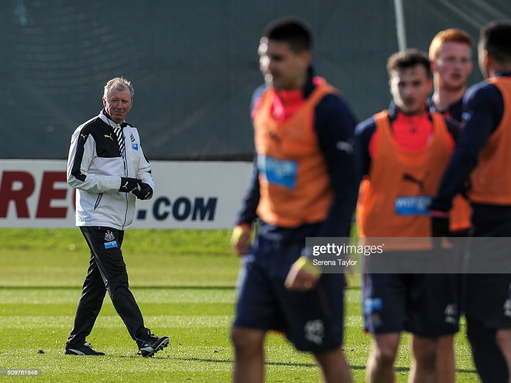 Newcastle's Head Coach <a gi-track='captionPersonalityLinkClicked' href=/galleries/search?phrase=Steve+McClaren+-+Soccer+Manager&family=editorial&specificpeople=210864 ng-click='$event.stopPropagation()'>Steve McClaren</a> (L) looks on as the players train during the Newcastle United Training session at The Newcastle United Training Centre on February 12, 2016, in Newcastle upon Tyne, England.