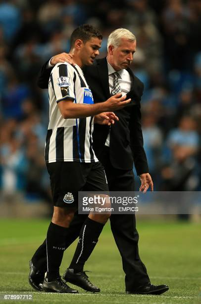 Newcsatle United manager Alan Pardew with Hatem Ben Arfa at halftime