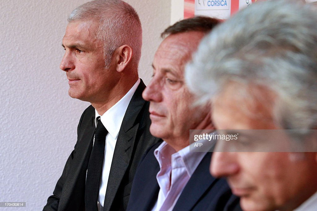 Newly appointed Ajaccio football club head coach, Italy's Frabizio Ravanelli (L) Ajaccio's president Alain Orsoni (C) and assistant coach Giampiero Ventrone give a press conference on June 13, 2013 in Ajaccio, during Ravanelli's official presentation. AFP PHOTO / PASCAL POCHARD-CASABIANCA