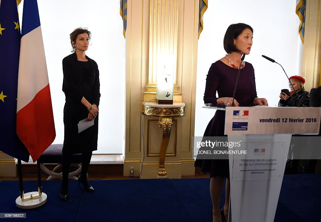 Newly appointed French Culture minister Audrey Azoulay (L) listens as former French Culture minister Fleur Pellerin speaks at the Culture ministry in Paris on February 12, 2016 during the transferal of powers. Audrey Azoulay was named new French Culture minister as French President Francois Hollande reshuffled his cabinet on February 11, 2016, naming Jean-Marc Ayrault foreign minister and adding several ecologists to government as he seeks to widen his political base ahead of a presidential poll in 2017. AFP PHOTO / LIONEL BONAVENTURE / AFP / LIONEL BONAVENTURE