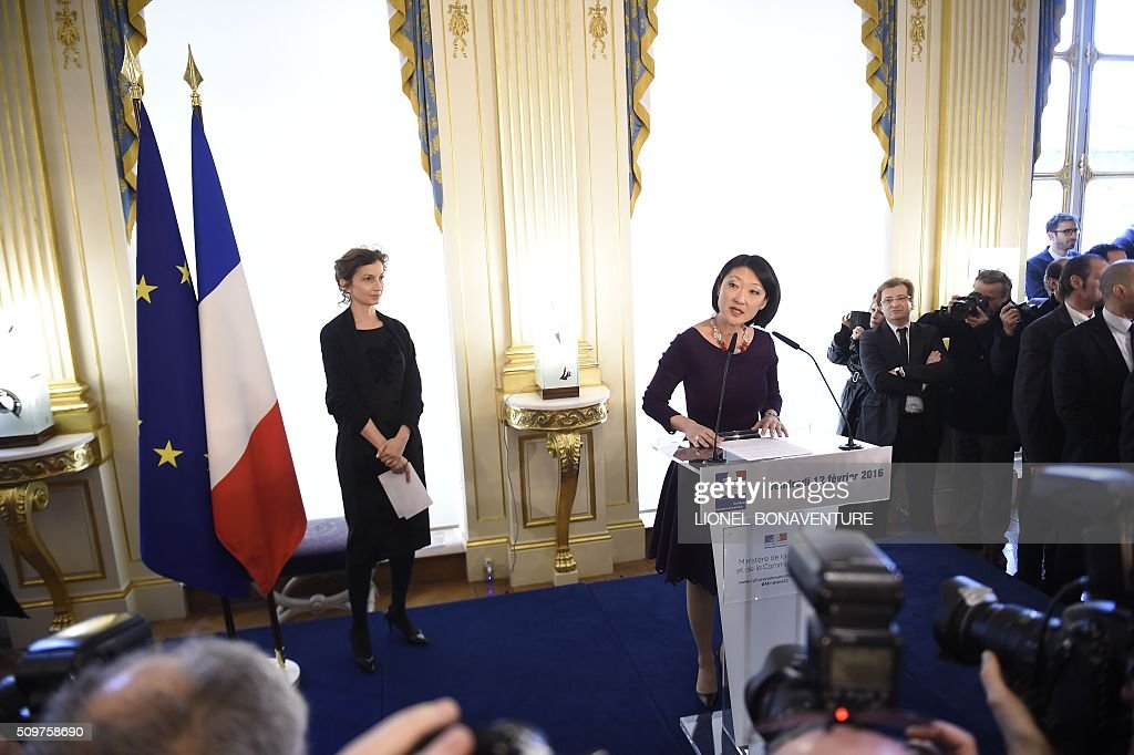 Newly appointed French Culture minister Audrey Azoulay listens as former French Culture minister Fleur Pellerin (R) speaks at the Culture ministry in Paris on February 12, 2016 during the transferal of powers. Audrey Azoulay was named new French Culture minister as French President Francois Hollande reshuffled his cabinet on February 11, 2016, naming Jean-Marc Ayrault foreign minister and adding several ecologists to government as he seeks to widen his political base ahead of a presidential poll in 2017. AFP PHOTO / LIONEL BONAVENTURE / AFP / LIONEL BONAVENTURE