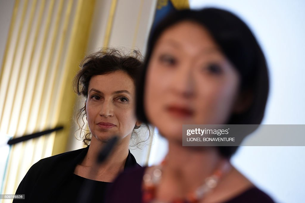 Newly appointed French Culture minister Audrey Azoulay (L) listens at Former French Culture minister Fleur Pellerin during the transferal of powers on February 12, 2016 at the Culture ministry in Paris. Audrey Azoulay was named new French Culture minister as French President Francois Hollande reshuffled his cabinet on February 11, 2016, naming Jean-Marc Ayrault foreign minister and adding several ecologists to government as he seeks to widen his political base ahead of a presidential poll in 2017. AFP PHOTO / LIONEL BONAVENTURE / AFP / LIONEL BONAVENTURE