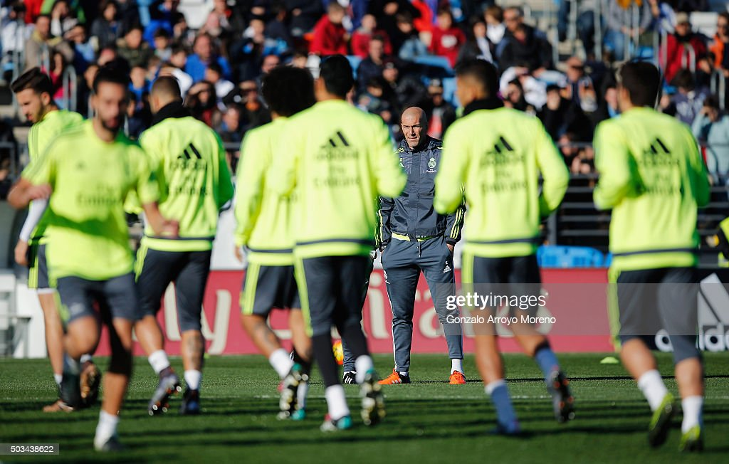 Newly appointed manager of Real Madrid Zinedine Zidane (3R) looks on during a Real Madrid training session at Valdebebas training ground on January 5, 2016 in Madrid, Spain.
