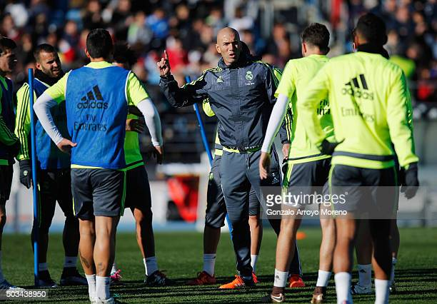 Newly appointed manager of Real Madrid Zinedine Zidane talks to his players during a Real Madrid training session at Valdebebas training ground on...