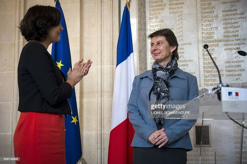 Newly appointed Minister of State for Vocational Training, Clotilde Valter (R) is welcomed by French Labour minister Myriam El Khomri during a ceremony at the Labour ministry in Paris on February 12, 2016. / AFP / LIONEL BONAVENTURE