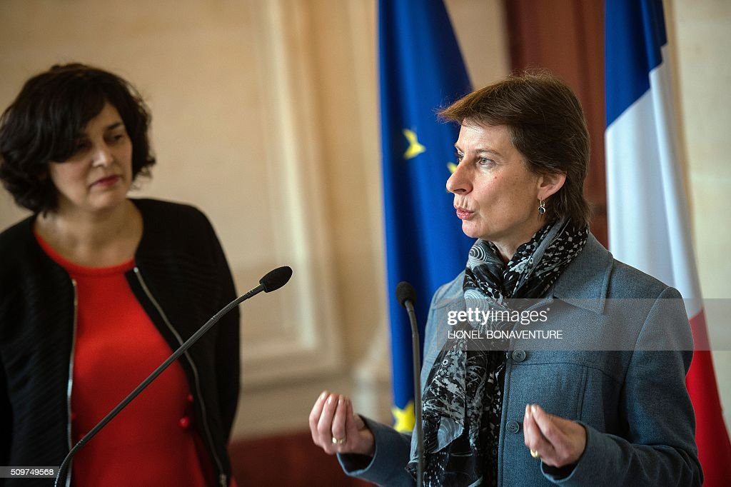 newly appointed Minister of State for Vocational Training, Clotilde Valter (R) speaks as French Labour minister Myriam El Khomri listens during a ceremony at the Labour ministry in Paris on February 12, 2016. / AFP / LIONEL BONAVENTURE