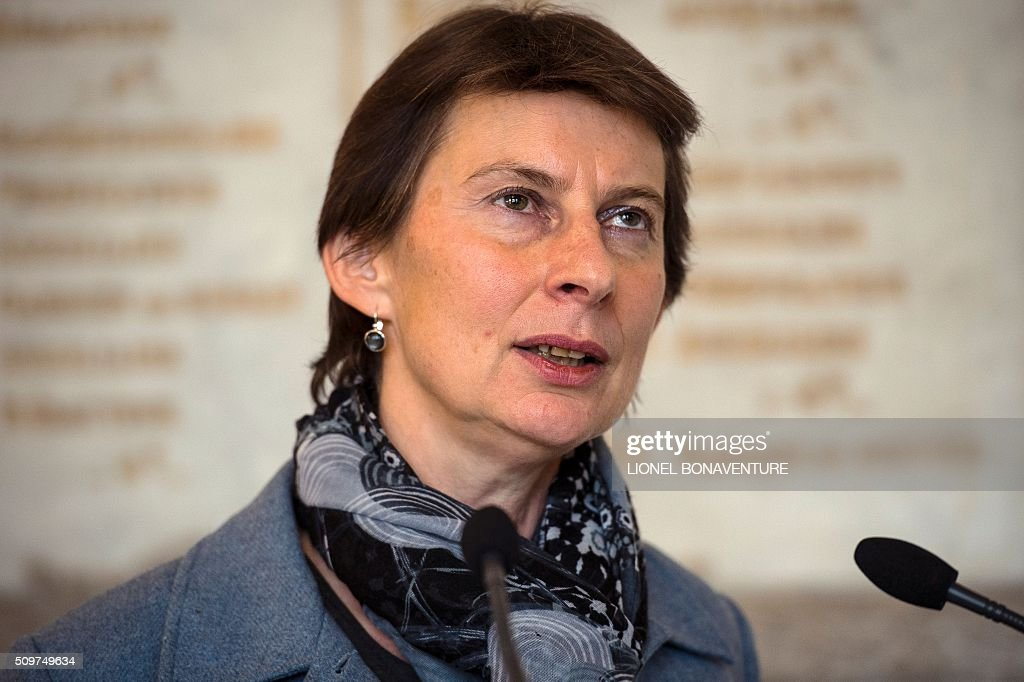 Newly appointed Minister of State for Vocational Training, Clotilde Valter speaks during her installment ceremony at the Labour ministry in Paris on February 12, 2016. / AFP / LIONEL BONAVENTURE