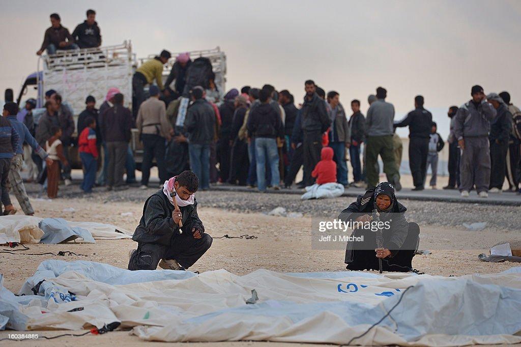 ZA'ATARI JORDAN JANUARY 30 Newly arrived refugees from Syria put up tents at the Za'atari refugee camp on January 30 2013 in Mafrq Jordan Record...