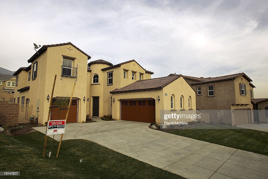 Newly constructed homes are shown January 29, 2007 in Rancho Cucamonga, California. The U.S. Commerce Department reported sales of new homes in December rose by 4.8 percent, following an even stronger 7.4 percent increase in November. But that wasn't enough to erase a loss of 17.3 percent for 2006 from 2005, which marked the biggest decline since 1990.