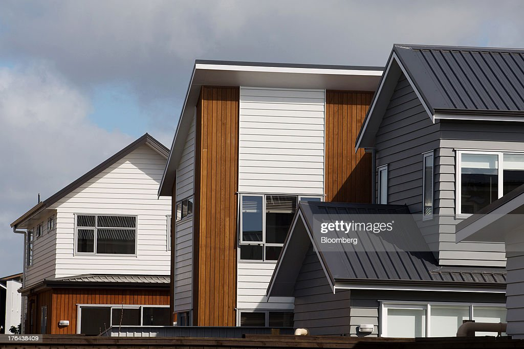 Newly constructed houses stand in the suburb of Hobsonville Point in Auckland, New Zealand, on Tuesday, Aug. 13, 2013. New Zealand's growth rate is forecast to outpace Australia's for the next two years, helping stem an exodus that's resulted in the highest proportion of its people living overseas in the developed world after Ireland. Photographer: Brendon O'Hagan/Bloomberg via Getty Images