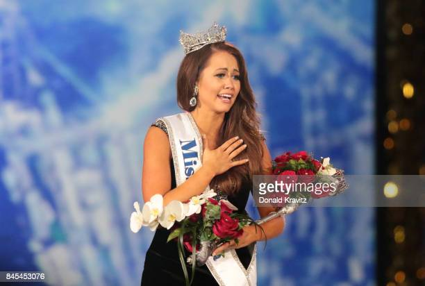 Newly crowned Miss America 2018 Cara Mund celebrates during the 2018 Miss America Competition Show at Boardwalk Hall Arena on September 10 2017 in...