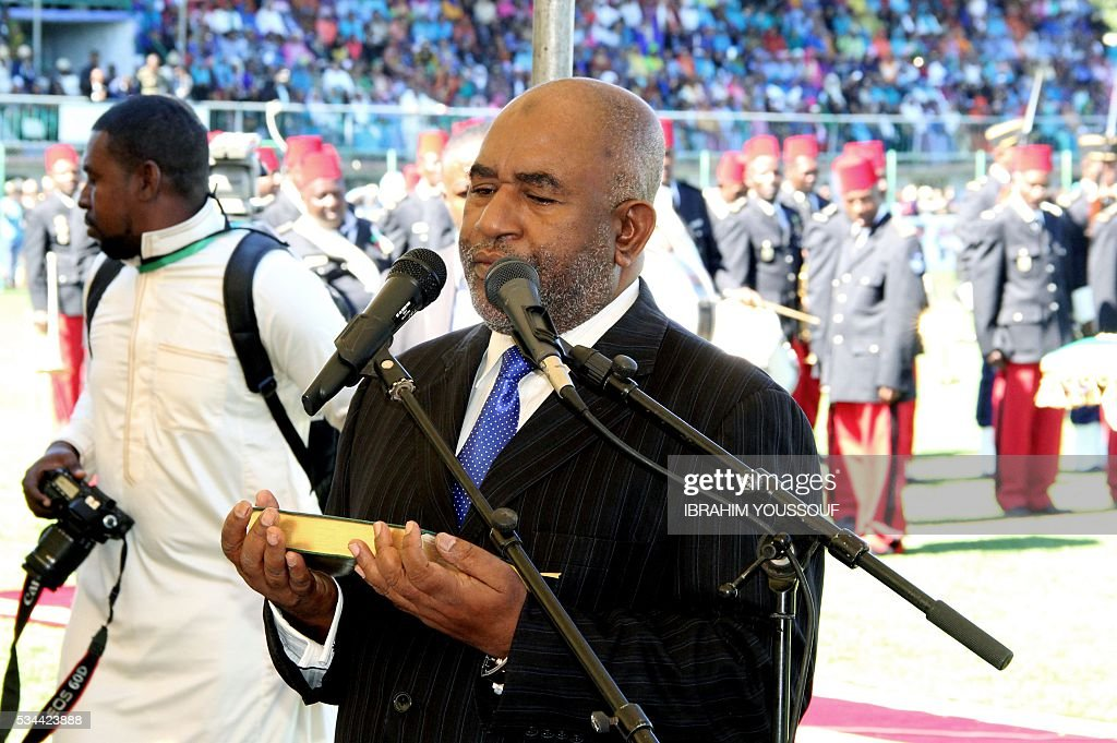 Newly elected Comoros President Azali Assoumani takes the oath of office in front of the Constitutional Court judges at the Moroni Stadium during the Presidential Swearing in ceremony on May 26, 2016 in Moroni, Comoros. / AFP / IBRAHIM