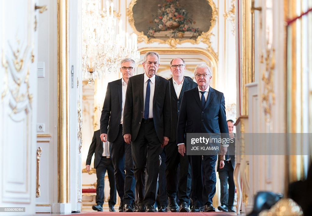 Newly elected President Alexander Van der Bellen (L) of Austrian Greens arrives to meet Austrian President at the presidential palace in Hofburg palace in Vienna on May 24, 2016. The Austrian government confirmed Monday that green-backed candidate Alexander van der Bellen narrowly beat his far-right rival Norbert Hofer to the presidency after postal votes broke a tie in the closely watched race. / AFP / JOE