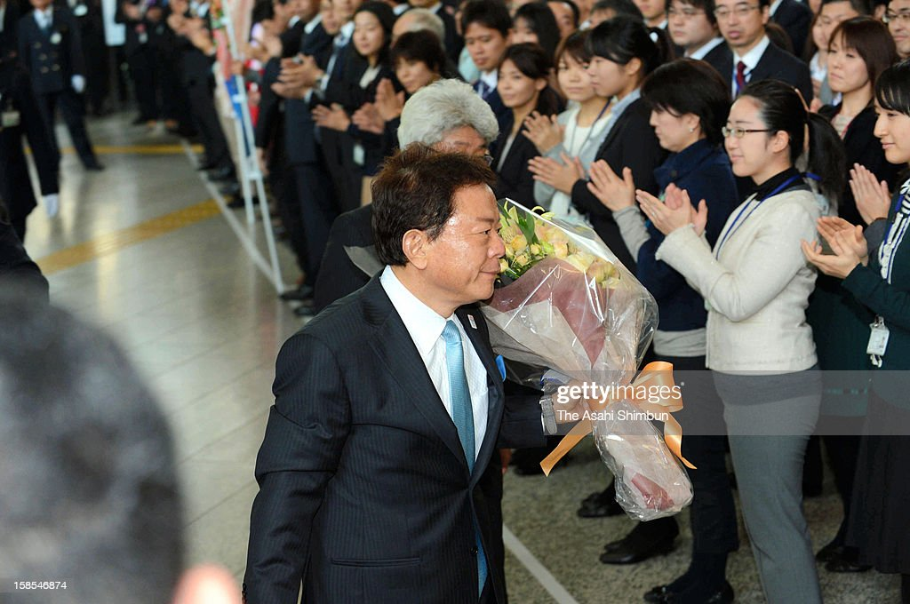 Newly elected Tokyo Governor Naoki Inose is welcomed by the Tokyo Metropolitan Headquarters staffs on December 18, 2012 in Tokyo, Japan. Inose succeeds Shintaro Ishihara, heads the local government whose annual budget is 6.15 trillion Japanese yen (approximately 76.9 billion U.S. dollars).
