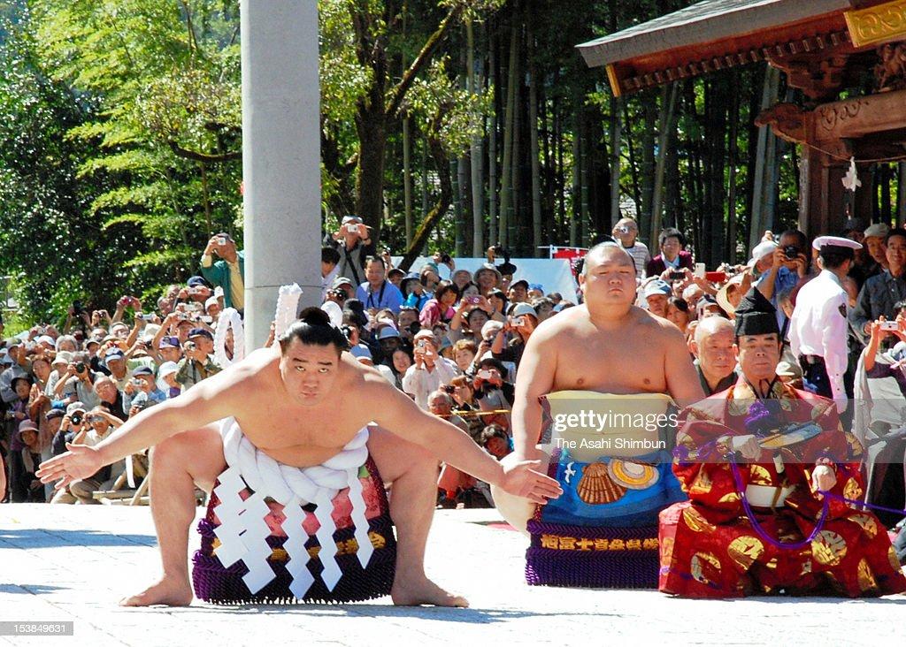 Newly promoted Mongolian yokozuna sumo grand champion Harumafuji whose real name is Davaanyamyn Byambadorj performs the 'Dohyoiri' ringpurification...