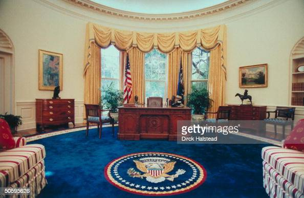 newly renovated wh oval office w new color scheme artwork couches covered w striped fabric done bill clinton oval office rug