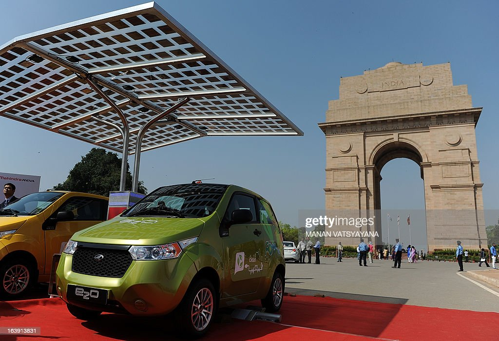 Newly unveiled Mahindra E20 electric cars are displayed near India Gate in New Delhi on March 18, 2013. Mahindra launched the new environment friendly E20 electric car powered by next generation Lithium-ion batteries and which can run up to 100 kms per charge.