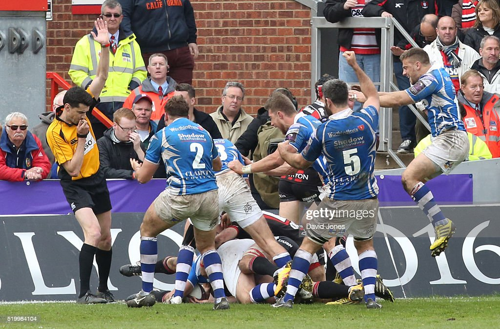 Newport Gwent United Kingdom  city photos gallery : Newport Gwent Dragons players celebrate as Charlie Davies scores the ...
