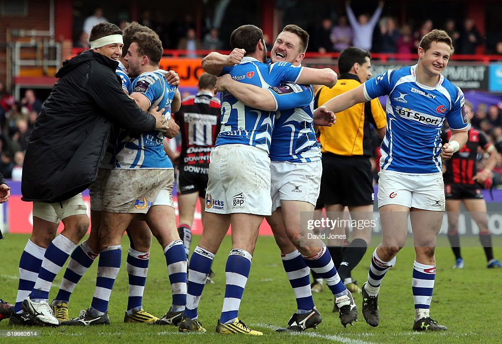 Newport Gwent United Kingdom  city photo : Newport Gwent Dragons players celebrate their victory over Gloucester ...
