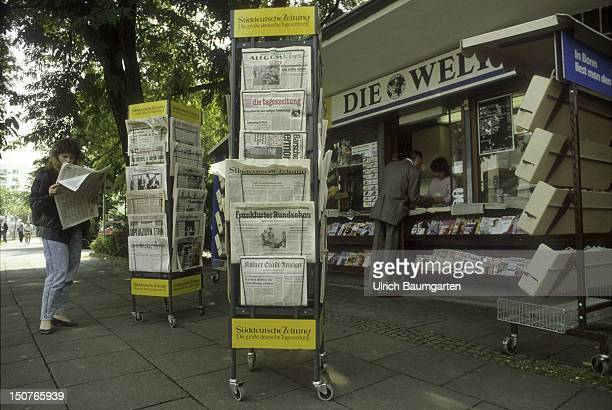 Newspaper kiosk with magazine racks