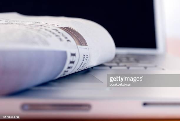 Tageszeitung auf einen Laptop