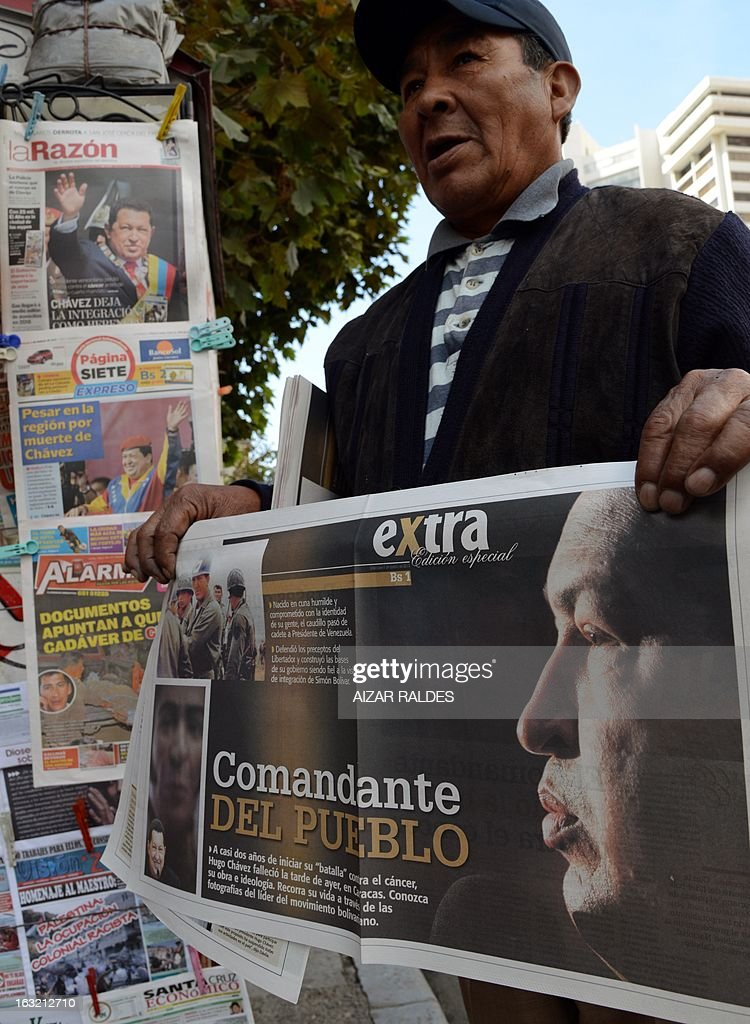 A newspaper vendor shouts out the latest news showing photographs of late Venezuelan president Hugo Chavez in La Paz on March 06, 2013. Venezuelans began Wednesday to bid farewell to late President Hugo Chavez, whose body was to lie in state for three days to honor the firebrand leftist who ruled the oil-rich nation for 14 years. AFP PHOTO/Aizar Raldes