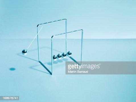 Newton's cradle swinging