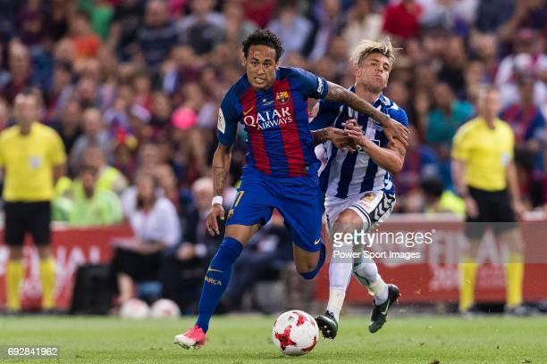 Neymar da Silva Santos Junior of FC Barcelona fights for the ball with Francisco Femenia Far Kiko Femenia of Deportivo Alaves during the Copa Del Rey...