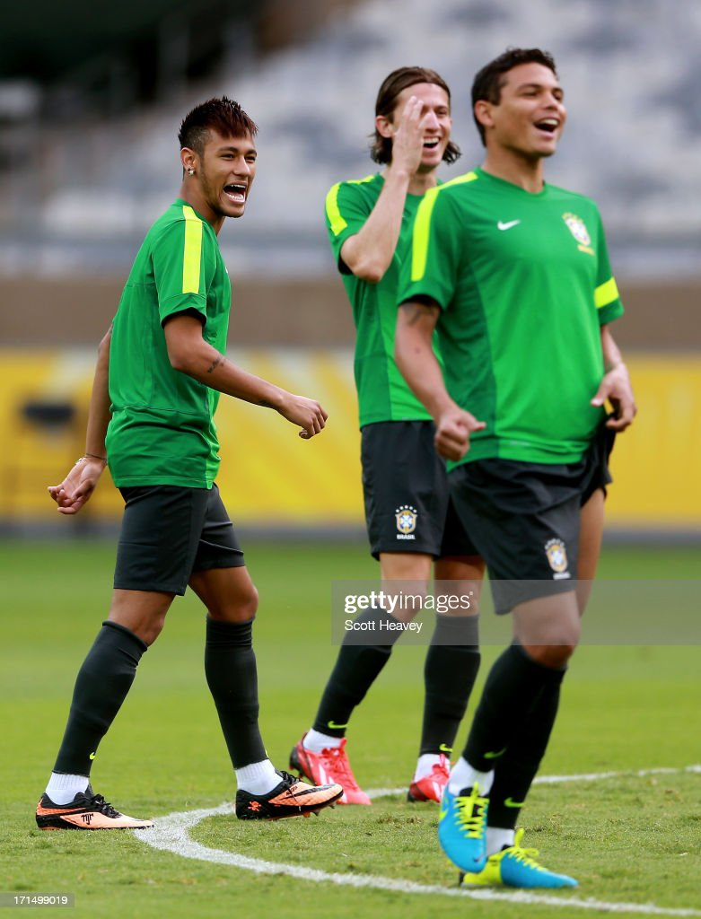 Neymar (L) enjoys a joke during a Brazil training session ahead of their FIFA Confederations Cup 2013 Semi Final match against Uruguay on June 25, 2013 in Belo Horizonte, Brazil.