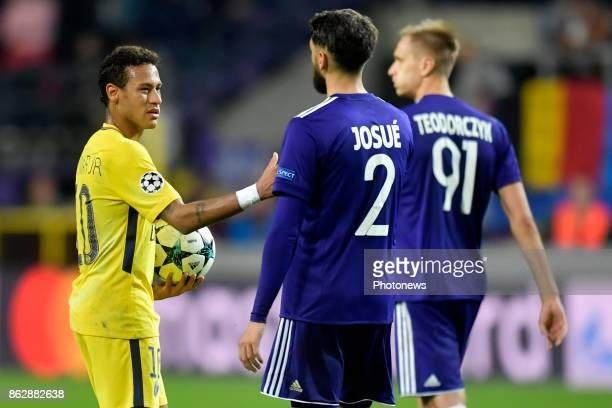 Neymar forward of PSG shakes hands with Josue Sa defender of RSC Anderlecht during the Champions League Group B match between RSC Anderlecht and...