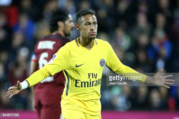 Neymar Jr celebrates his goal during the French Ligue 1 match between FC Metz and Paris Saint Germain at Stade SaintSymphorien on September 9 2017 in...