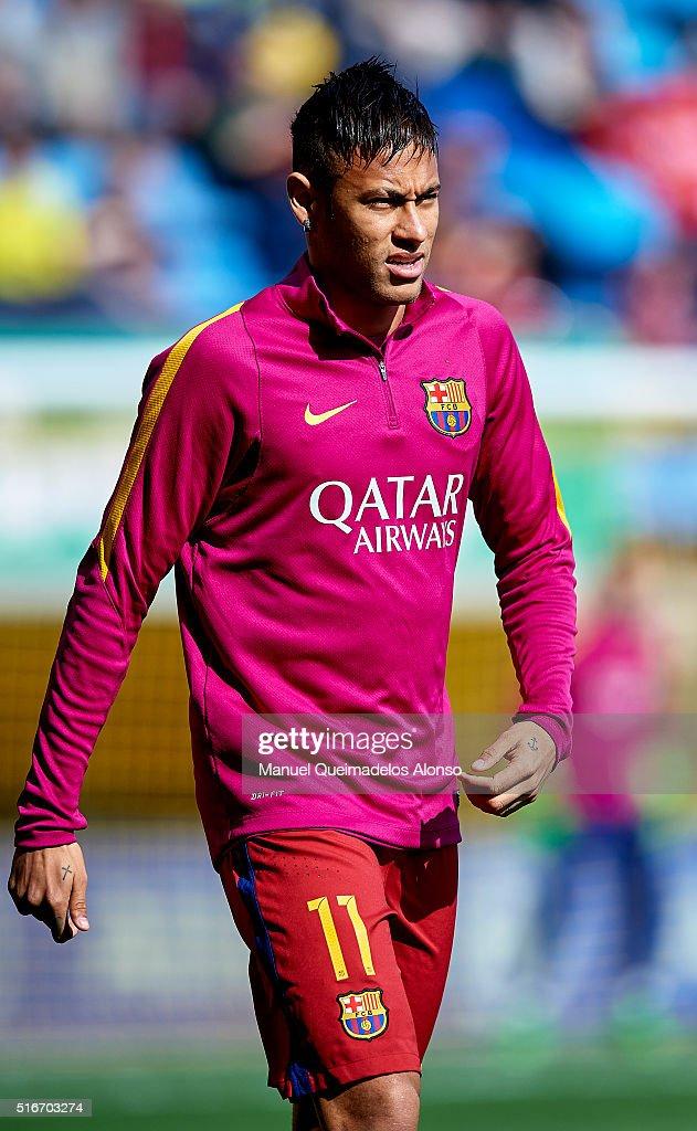 Neymar JR of Barcelona looks on prior to the La Liga match between Villarreal CF and FC Barcelona at El Madrigal on March 20, 2016 in Villarreal, Spain.