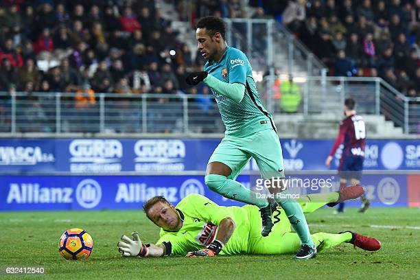 Neymar Jr of FC Barcelona competes for the ball with Goalkeeper Yoel of SD Eibar during the La Liga match between SD Eibar and FC Barcelona at Ipurua...