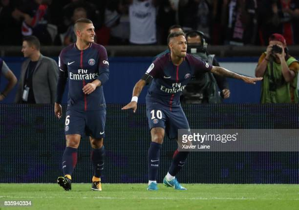 Neymar Jr of Paris SaintGermain celebrate his goal with teammates during the French Ligue 1 match between Paris Saint Germain and Toulouse FC at Parc...