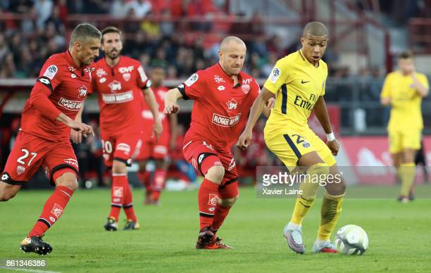 Neymar Jr of Paris SaintGermain in action with Florent Balmont of Dijon FCO during the Ligue 1 match between Dijon FCO and Paris Saint Germain at...