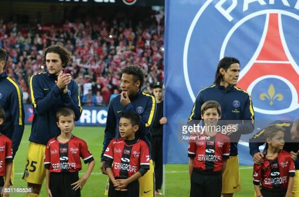 Neymar Jr of Paris SaintGermain pose with Edinson Cavani beforef the French Ligue 1 match between EA Guingamp and Paris Saint Germain at Stade du...